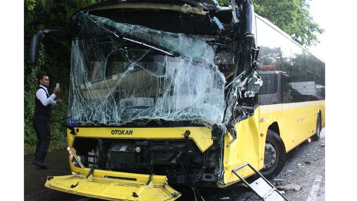 Sarıyer'de zincirleme trafik kazasında 2 kişi yaralandı