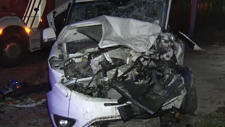 Avcılar'da panelvan minibüs ve hafif ticari araç kafa kafaya çarpıştı: 14 yaralı
