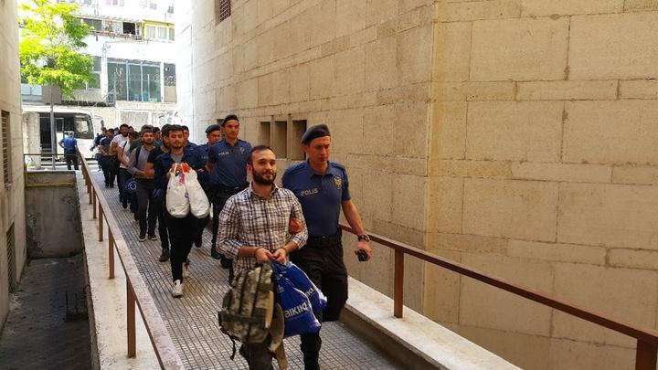 Bursa'da FETÖ şüphelisi 42 asker hakim karşısında