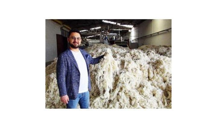 Uşak'ta iş adamı 20 ülkeden toplayıp işlediği koyun yünlerini 40 ülkeye satıyor