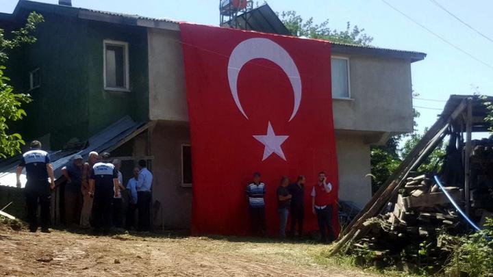 'Pençe' harekatı şehidi Teğmen Raşit Aydın'a babaevinde cenaze töreni düzenlendi