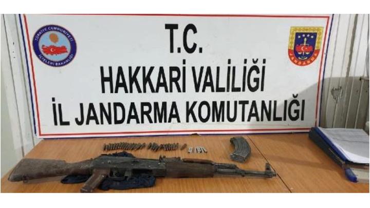 Hakkari'de düzenlenen operasyonda PKK'nın silah ve mühimmatı ele geçirildi