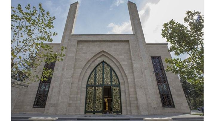 Bakan Hulusi Akar, Kayseri'de yaptırdığı camide cuma namazı kıldı