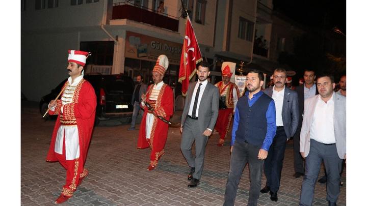 Nevşehir Belediye Başkanı Rasim Arı Türkiye'de bir ilke imza atarak mehter takımı ile vatandaşları sahura uyandırdı