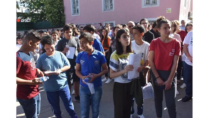 LGS'de öğrenciler ve velilerin heyecanlı süreci başladı
