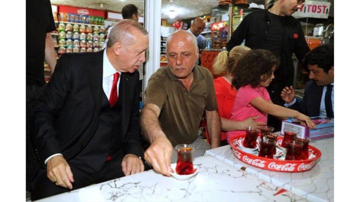 Cumhurbaşkanı Recep Tayyip Erdoğan'dan Gebze-Harem minibüs durağına ziyaret