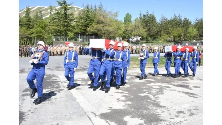 Çukurca'daki çatışmada şehit düşen 2 asker, memleketlerine uğurlandı