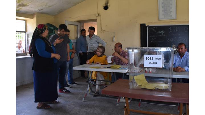 Denizli Honaz'da oy verme işlemi başladı