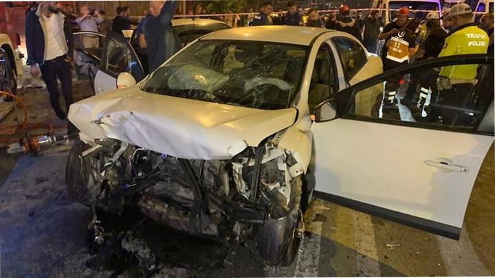 Kartal'da iki otomobil kafa kafaya çarpıştığı kazada 8 ağır yaralı