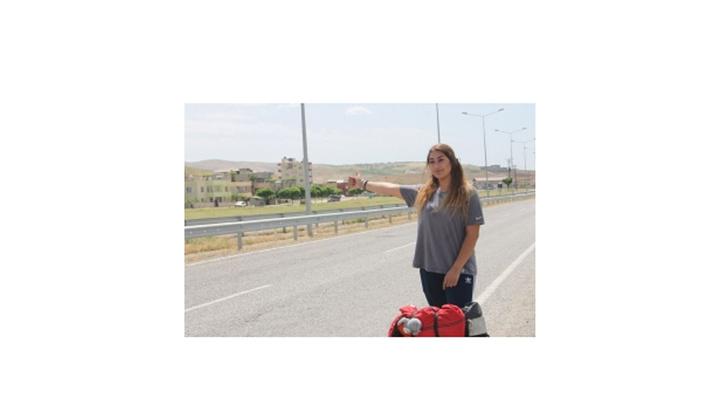 Ankara'dan yola çıkan genç kadın otostopla 80 şehir gezdi