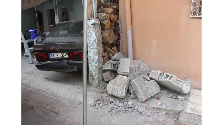 Adana'da acemi sürücü kaldırımda oturan iki kadını öldürdü