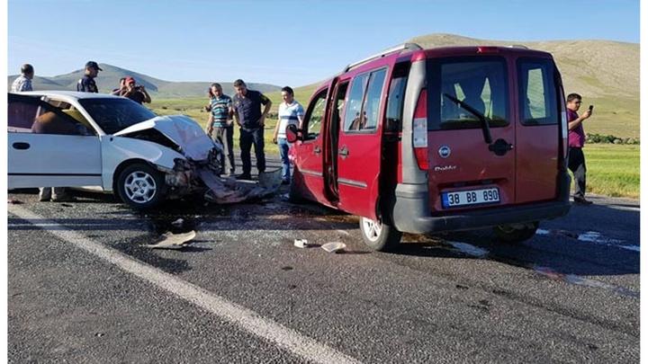 Kayseri'de trafik kazasında 5 kişi yaralandı