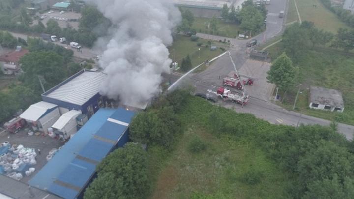 Kocaeli'de atık pil fabrikasında yangın