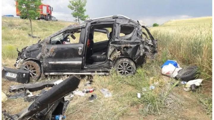 Kırıkkale'de bir otomobilin şarampole uçtuğu kazada aynı aileden 7 kişi yaralandı