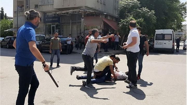 Adıyaman'da adliye yakınlarında bıçaklı sopalı kavga: 10 yaralı, 14 gözaltı
