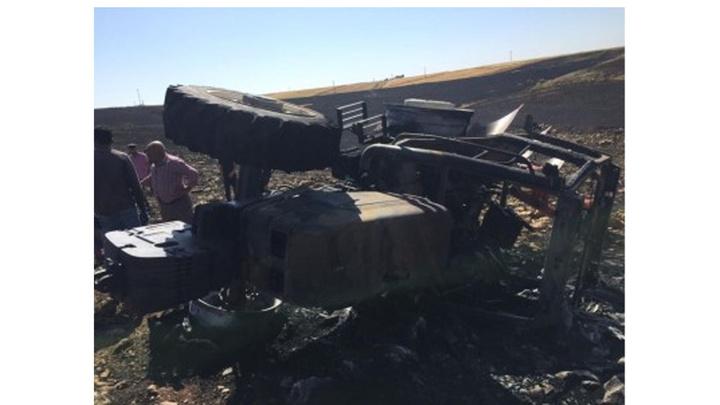 Mardin'de anız yangınını söndürmeye çalışan 3 traktör küle döndü