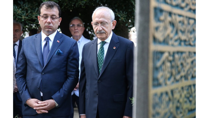 Kemal Kılıçdaroğlu ve Ekrem İmamoğlu İstanbul'un ilk belediye başkanının kabrini ziyaret etti