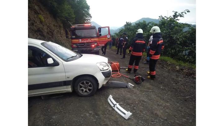 Trabzon'da hafif ticari araç takla attı, 19 yaşındaki sürücü öldü