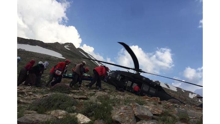 Van'da yaylada yıldırım isabet eden 2 kişi helikopterle kurtarıldı