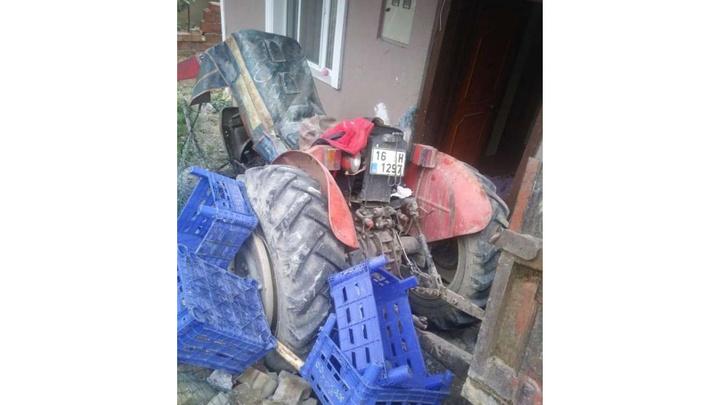 İznik'te freni boşalan traktör 2 yaşındaki çocuğa çarptı