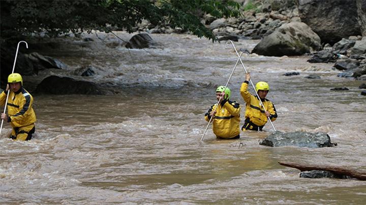 Trabzon Araklı'daki selde kaybolan 3 kişi JAK timleri tarafından aranıyor