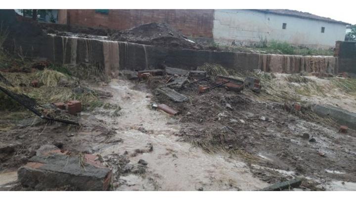 Kırıkkale'de kuvvetli sağanak sonrası meydana gelen sel okulun duvarını yıktı