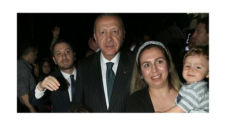 Cumhurbaşkanı Recep Tayyip Erdoğan, canlı yayın sonrası vatandaşlarla bir araya geldi