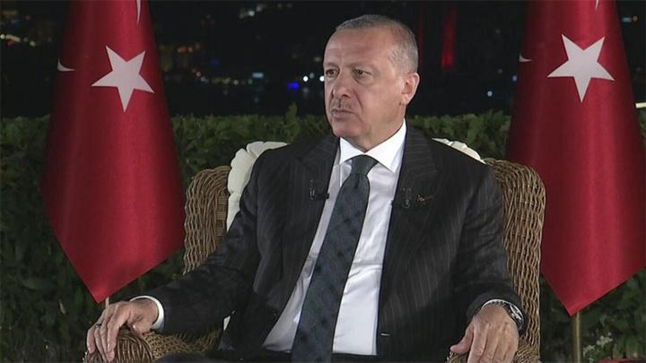 Cumhurbaşkanı Recep Tayyip Erdoğan, Ahmet Hakan, Işıl Açıkkar ve Salih Nayman moderatörlüğünde sosyal medya ve televizyon ortak yayınında