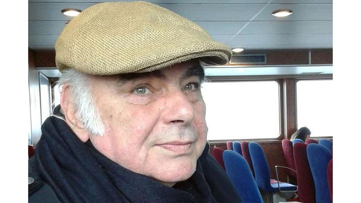 Tiyatro sanatçısı Enis Fosforoğlu hayatını kaybetti