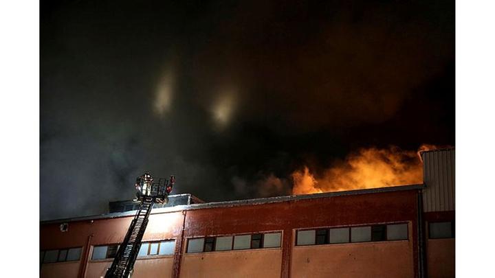 Büyükçekmece'de fabrikada çıkan yangında mahsur kalan 20 işçi kurtarıldı