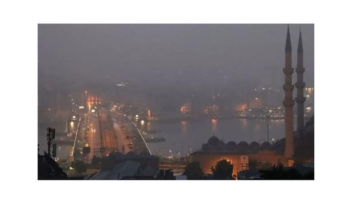 İstanbul'da boğaz ve çevresinde sis