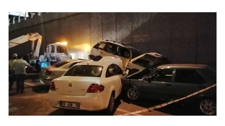 Denizli'de 4 araç zincirleme kaza yaptı: 4 yaralı