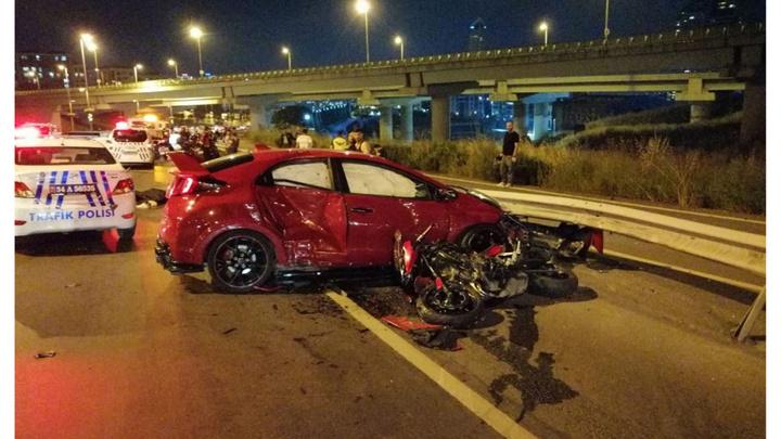 D-100 karayolunda otomobilin iki motosiklete çarptığı kazada 1 kişi öldü, 2 kişi yaralandı