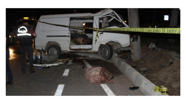 Isparta'da minibüs kontrolden çıkarak refüje çarptı: 1 ölü, 6 yaralı