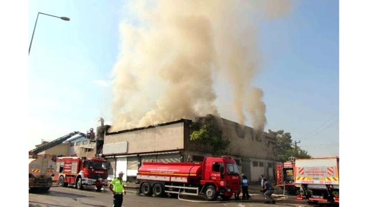 Gaziantep'te mobilya imalathanesinde yangın paniğe neden oldu