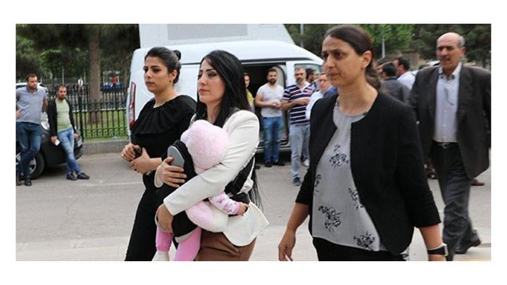 """""""Terör örgütü propagandası"""" yapma gerekçesiyle hapis cezası alan öğretmen Ayşe Çelik beraat etti"""