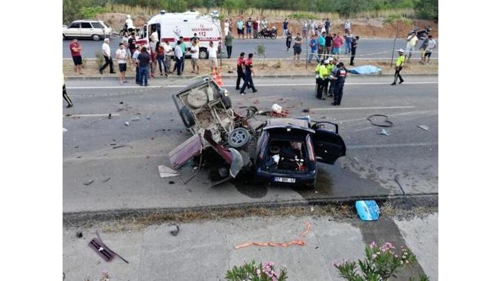Fethiye'de iki otomobil çarpıştı : 2 ölü, 6 yaralı