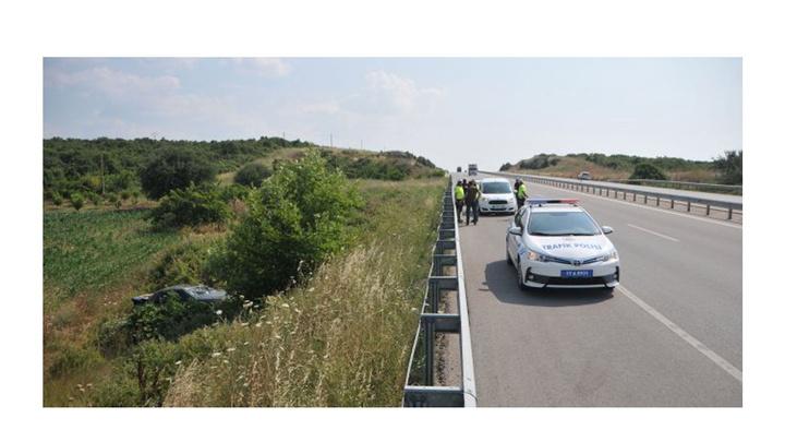 Lapseki'de otomobil şarampole devrildi: 1 ölü, 1 yaralı