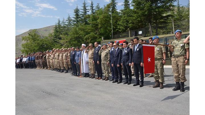 Hakkari'de kaza kurşunuyla şehit düşen Piyade Onbaşı Mustafa Önlemeç için tören düzenlendi