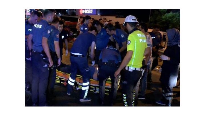 Maltape'de trafik kazasına müdahale eden polislere otomobil çarptı: 2'si polis 8 yaralı