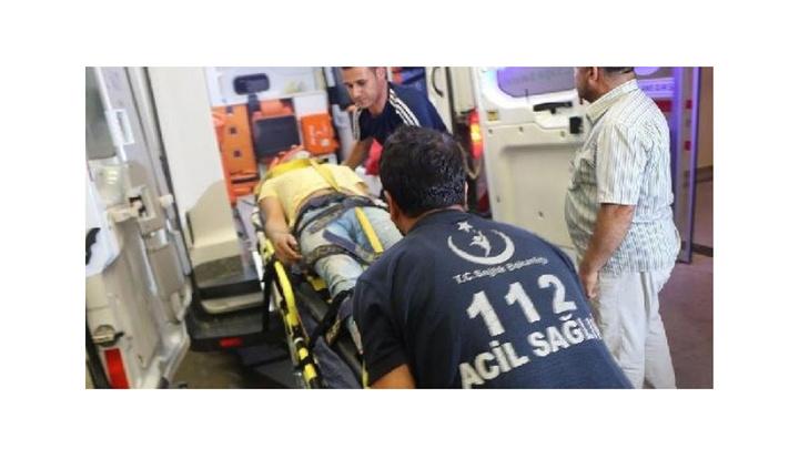 Adıyaman'da havaalanı işçilerinin bulunduğu araç şarampole devrildi: 4 yaralı