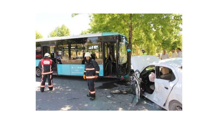 Malatya'da özel halk otobüsü ile otomobil çarpıştığı kazada 7 kişi yaralandı