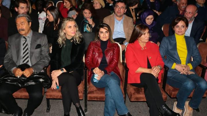 Nedim Şener fotoğrafta yok sayılan 5. kadına dikkat çekti