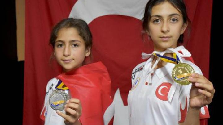 Sivas Kangallı 2 genç kız 6 ayda sıfırdan zirveye çıktılar