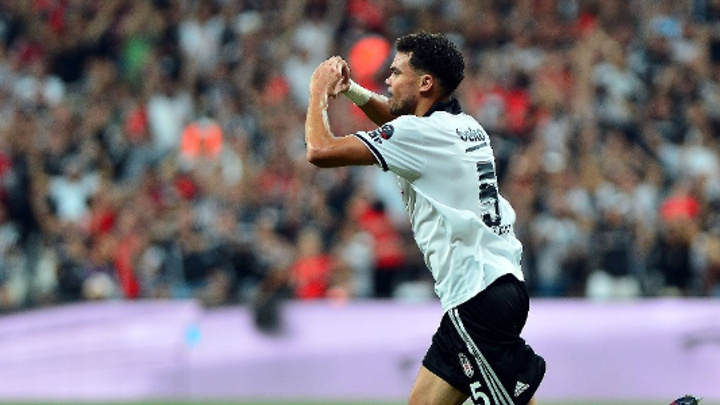 Beşiktaş'ın defans oyuncusu ligde forvetleri solladı