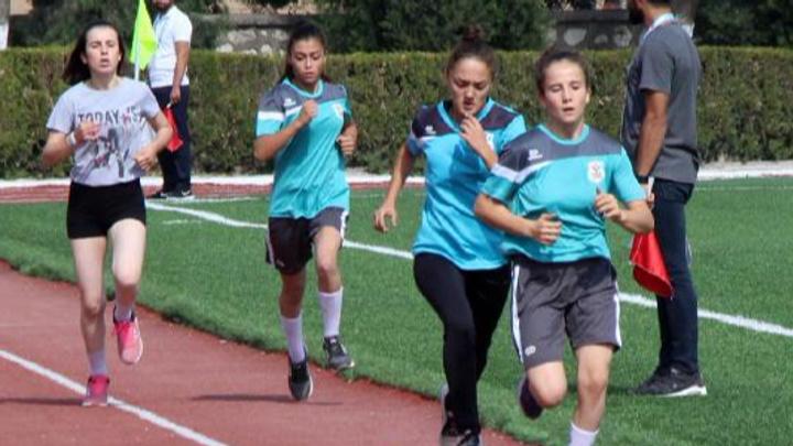 Burdur'da 8 sporcunun yarışında 18 hakem görev yaptı