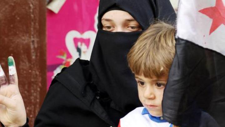 İdlib'de Cuma namazı çıkışı Esed rejimi protesto edildi