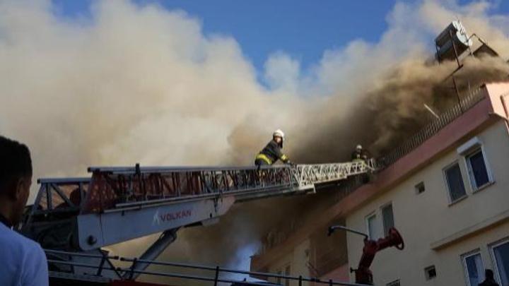 Çatı katında çıkan yangından etkilenen 11 yaşındaki çocuk hastaneye kaldırıldı