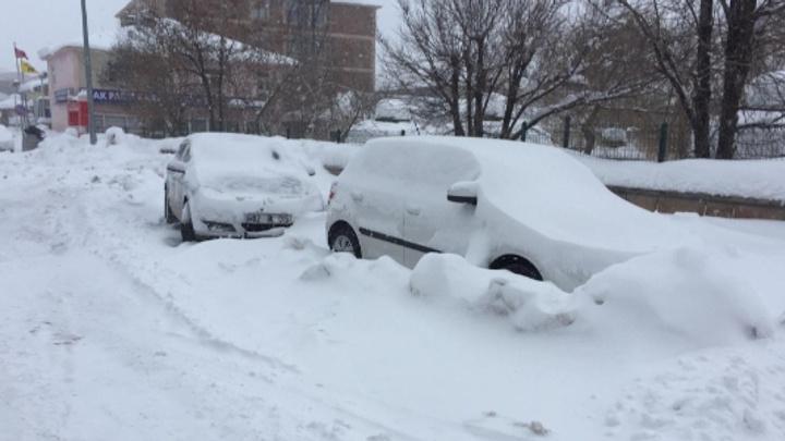 Karlıova'da kar ve tipi