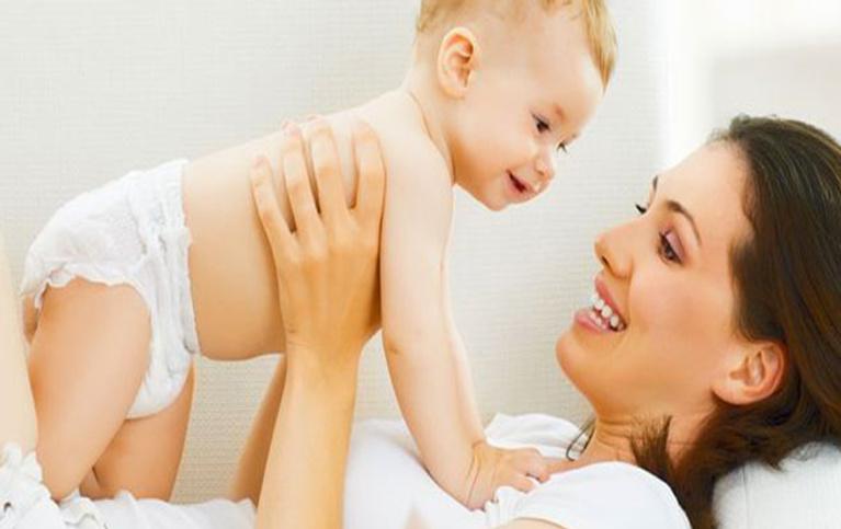 Yeni doğmuş bebek nasıl tutulur?